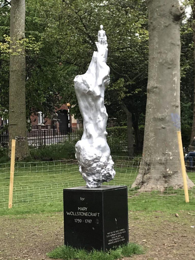 Die Skulptur für die Schriftstellerin und Feministin Mary Wollstonecraft auf dem Newington Green
